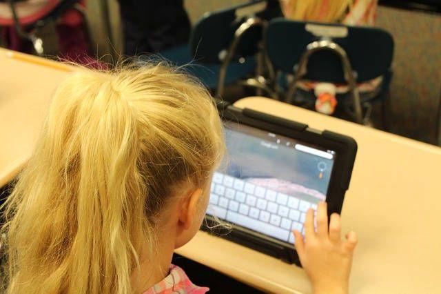 Niña tablet Seguridad para padres niños internet